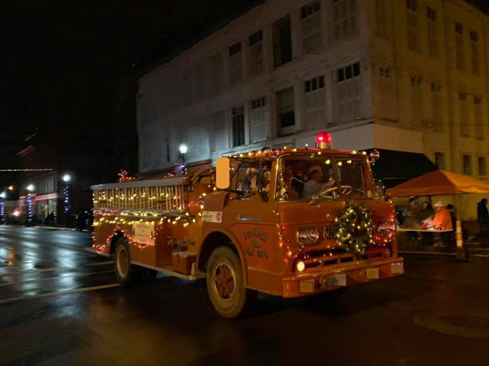 """Fremont Oh Christmas Parade 2020 Pottery Perfection """"Done Your Way"""" Holly Jolly Parade 2019"""